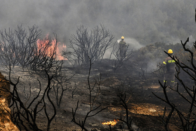 Cháy rừng bùng phát ở Hy Lạp khiến nhiều người bị thương - Ảnh 8.