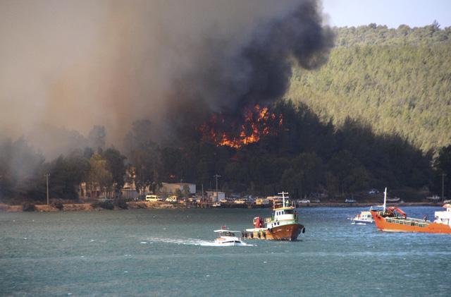 Cháy rừng tại Thổ Nhĩ Kỳ lan rộng, số nạn nhân thiệt mạng tăng lên 6 người - Ảnh 6.