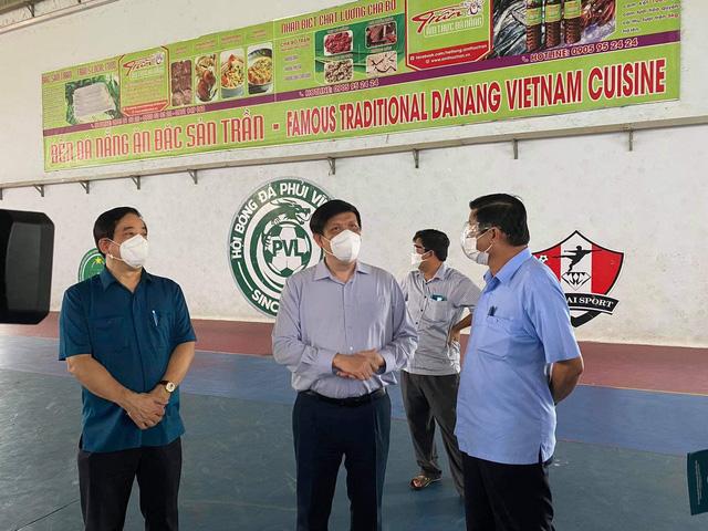 Bộ Y tế điều 3 lãnh đạo các bệnh viện tuyến Trung ương tới Vĩnh Long hỗ trợ điều trị bệnh nhân COVID-19 - Ảnh 1.