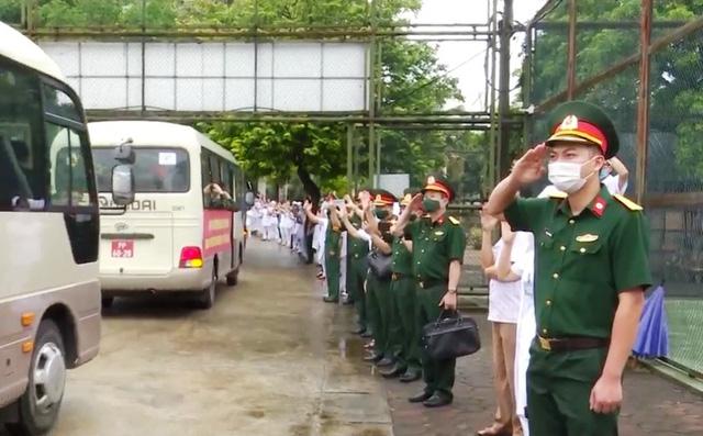 Quân đội chi viện cho miền Nam chống dịch COVID-19 - Ảnh 1.