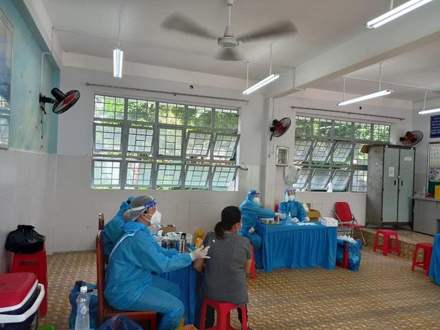TP. Hồ Chí Minh tăng tốc, linh hoạt tiêm chủng vaccine COVID-19 - Ảnh 2.