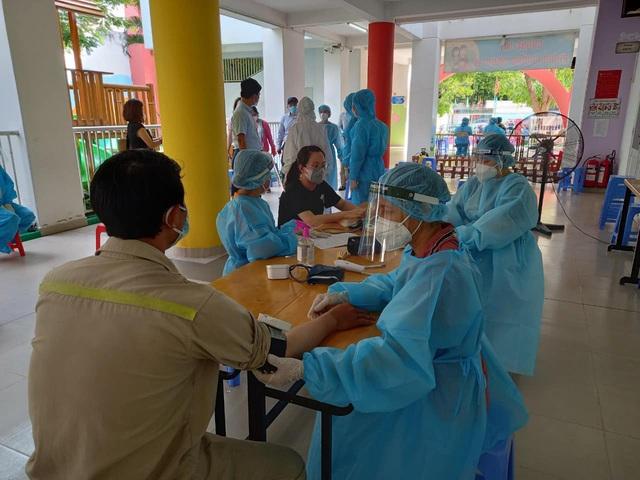 TP. Hồ Chí Minh tăng tốc, linh hoạt tiêm chủng vaccine COVID-19 - Ảnh 1.