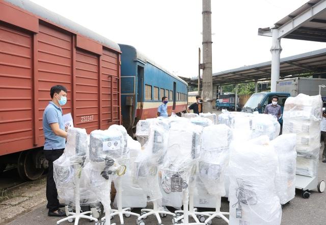Chuyến tàu đặc biệt chở trang thiết bị chi viện cho TP. Hồ Chí Minh - Ảnh 5.
