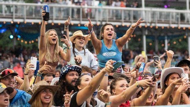 2 lễ hội âm nhạc Mỹ kéo theo hàng trăm ca nhiễm COVID-19 mới - ảnh 1