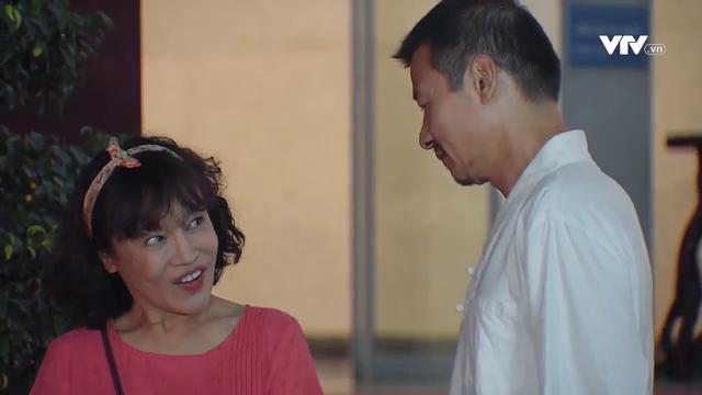 Hương vị tình thân phần 2 - Tập 13: Chết cười bà Bích đang diễn để thả thính ông Sinh thì... nhớ đến tiền - ảnh 2