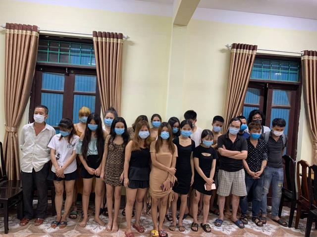 Vĩnh Phúc: Bắt quả tang 20 nam nữ hát karaoke trong mùa dịch - ảnh 1