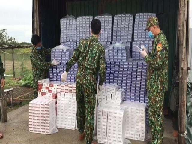 Kiên Giang: Bắt vụ buôn lậu thuốc lá rất lớn bằng đường biển từ Campuchia vào Việt Nam - ảnh 2