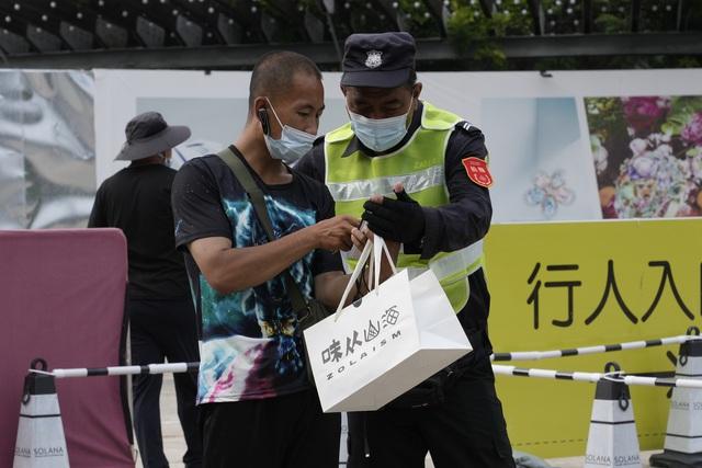 Ít nhất 18 tỉnh thành của Trung Quốc báo động dịch - Ảnh 1.