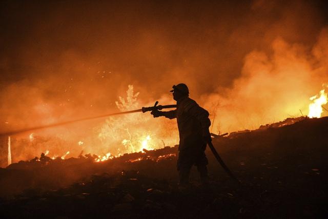 Cháy rừng ở Thổ Nhĩ Kỳ: Số nạn nhân thiệt mạng tăng lên 8 người, du khách sơ tán khẩn cấp - Ảnh 7.