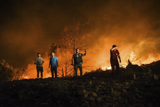 Cháy rừng ở Thổ Nhĩ Kỳ: Số nạn nhân thiệt mạng tăng lên 8 người, du khách sơ tán khẩn cấp - Ảnh 6.