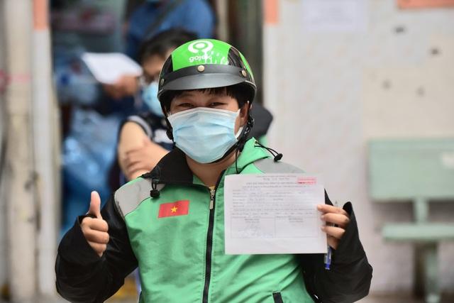 TP Hồ Chí Minh: Hàng nghìn shipper được tiêm vaccine COVID-19 trong đợt tiêm chủng đầu tiên - Ảnh 1.