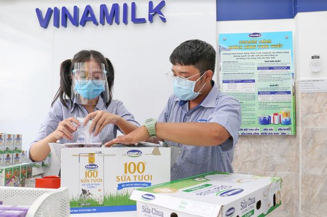 Vinamilk triển khai chương trình hỗ trợ quà tặng để trợ giá mùa dịch lên đến gần 170 tỷ đồng - Ảnh 3.