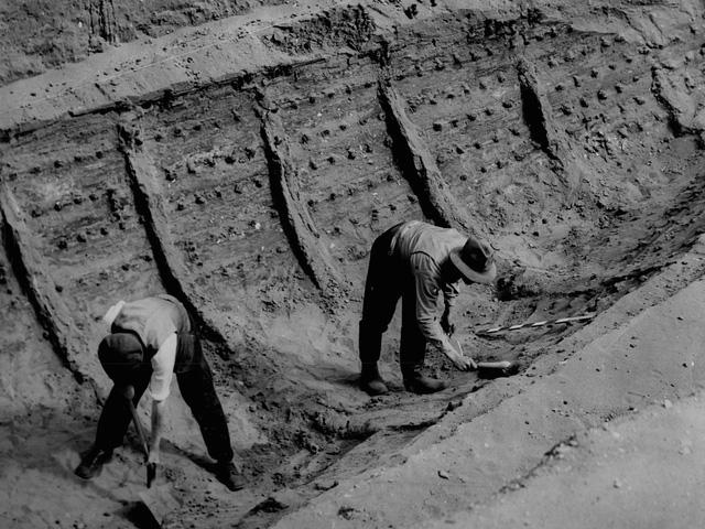 """Phát hiện """"kim tự tháp"""" bằng vàng hơn 1.400 năm tuổi tại Anh - ảnh 2"""