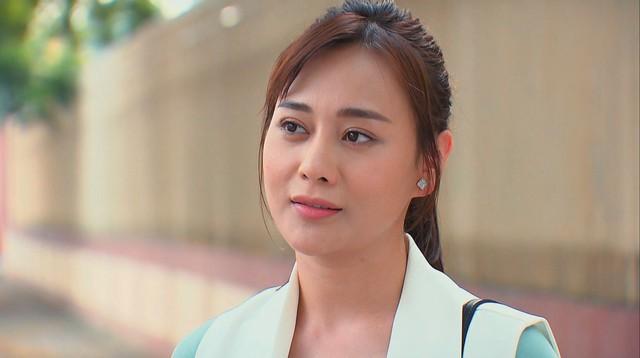 Hương vị tình thân phần 2 - Tập 22: Bà Dần bị tai biến, ông Khang giục Nam - Long cưới chạy - Ảnh 10.
