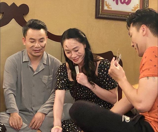Hương vị tình thân: Sau cú tát thứ 2 gây tranh cãi của ông Khang, bà Xuân thành dâu thảo vợ hiền? - ảnh 2