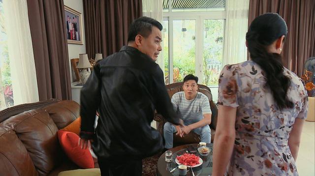 Hương vị tình thân phần 2 - Tập 22: Bà Dần bị tai biến, ông Khang giục Nam - Long cưới chạy - Ảnh 3.