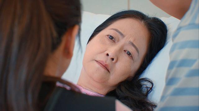 Hương vị tình thân phần 2 - Tập 22: Bà Dần bị tai biến, ông Khang giục Nam - Long cưới chạy - Ảnh 5.