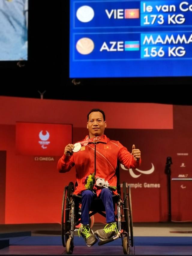 Lê Văn Công giành HCB Paralympic Tokyo 2020 nội dung cử tạ hạng cân 49kg - Ảnh 3.