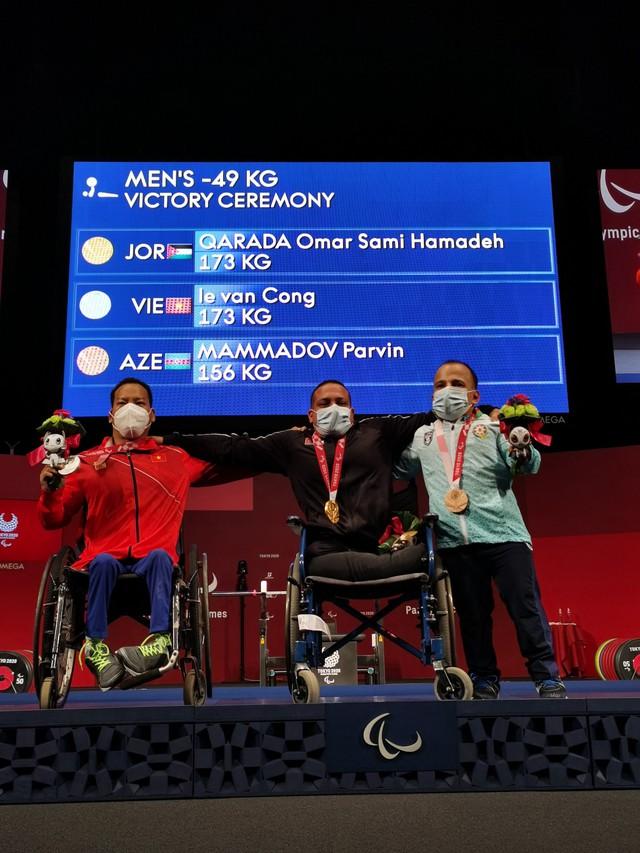 Lê Văn Công giành HCB Paralympic Tokyo 2020 nội dung cử tạ hạng cân 49kg - Ảnh 2.
