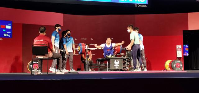 Lê Văn Công giành HCB Paralympic Tokyo 2020 nội dung cử tạ hạng cân 49kg - Ảnh 1.