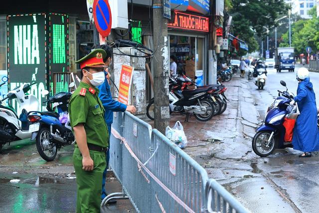 Hà Nội: Quận Thanh Xuân tạm dừng hoạt động chợ Nhân Chính - Ảnh 5.