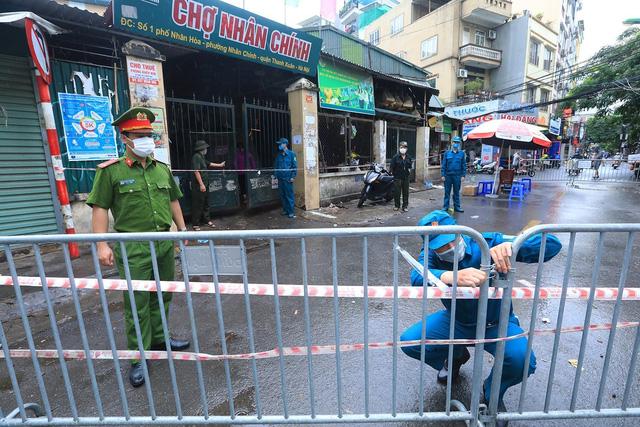 Hà Nội: Quận Thanh Xuân tạm dừng hoạt động chợ Nhân Chính - Ảnh 4.