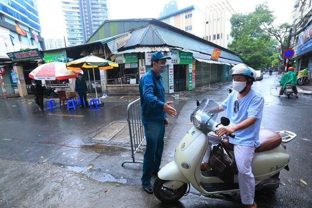 Hà Nội: Quận Thanh Xuân tạm dừng hoạt động chợ Nhân Chính - Ảnh 7.