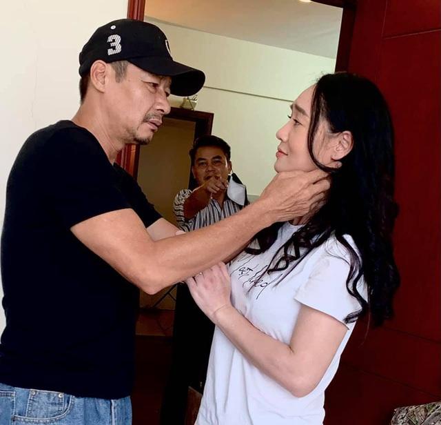Hương vị tình thân: Bà Xuân cố tình thân mật với ông Sinh cho chồng tức nổ mắt - ảnh 1