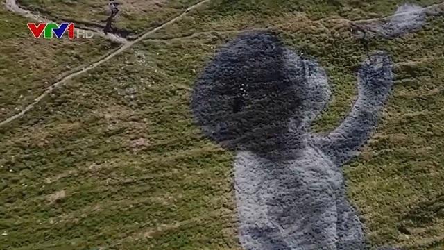 Bức tranh khổng lồ trên dãy Alps - ảnh 1
