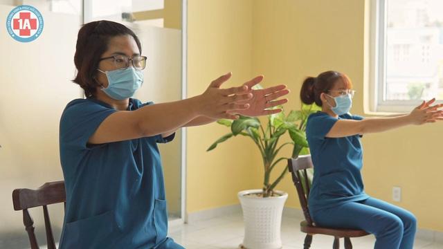 Bài tập thở cho F0 điều trị tại nhà - Ảnh 3.