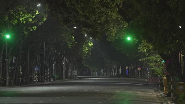 Đêm trắng của những lực lượng trực chốt kiểm dịch ở Hà Nội - Ảnh 6.