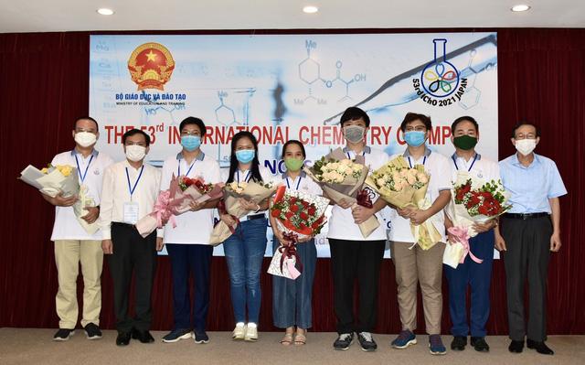 Việt Nam giành 3 HCV tại Olympic Hóa học quốc tế năm 2021 - Ảnh 2.