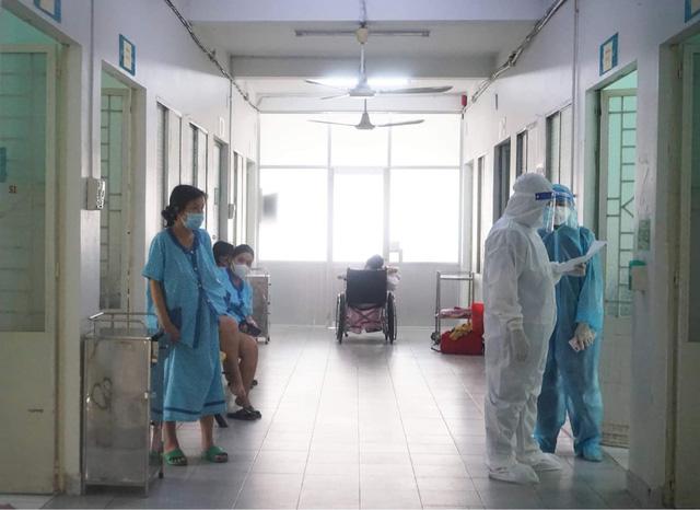 Bên trong bệnh viện điều trị nhiều sản phụ COVID-19 nhất TP. Hồ Chí Minh - Ảnh 3.