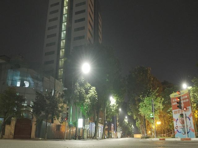 Đêm trắng của những lực lượng trực chốt kiểm dịch ở Hà Nội - Ảnh 5.