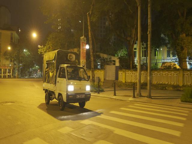 Đêm trắng của những lực lượng trực chốt kiểm dịch ở Hà Nội - Ảnh 3.