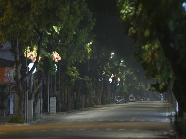 Đêm trắng của những lực lượng trực chốt kiểm dịch ở Hà Nội - Ảnh 4.