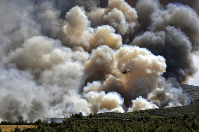 Cháy rừng tiếp tục hoành hành tại Hy Lạp trong đợt nắng nóng tồi tệ nhất hơn 30 năm qua - Ảnh 2.