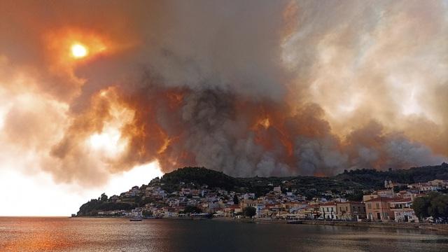 Cháy rừng tiếp tục hoành hành tại Hy Lạp trong đợt nắng nóng tồi tệ nhất hơn 30 năm qua - Ảnh 4.