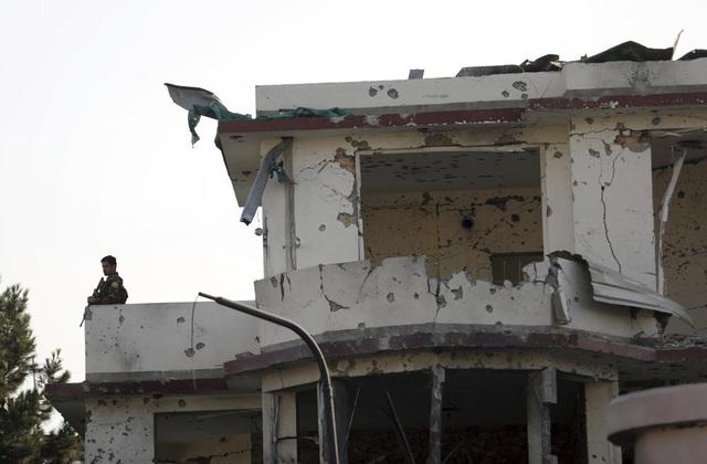 Tấn công nhằm vào quyền Bộ trưởng Bộ Quốc phòng Afghanistan, nhiều người thương vong - Ảnh 5.
