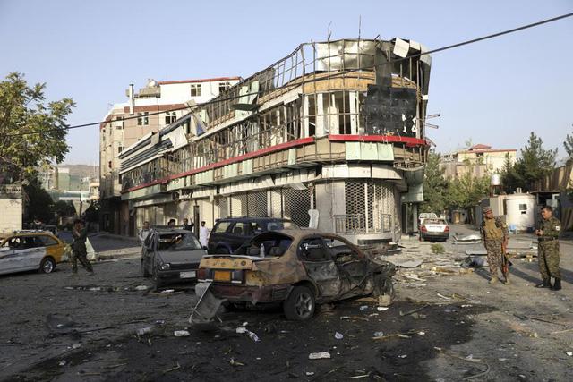 Tấn công nhằm vào quyền Bộ trưởng Bộ Quốc phòng Afghanistan, nhiều người thương vong - Ảnh 4.