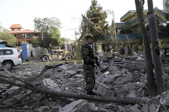 Tấn công nhằm vào quyền Bộ trưởng Bộ Quốc phòng Afghanistan, nhiều người thương vong - Ảnh 3.