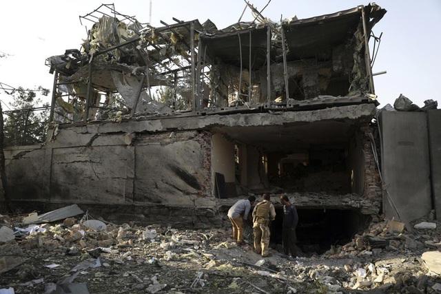 Tấn công nhằm vào quyền Bộ trưởng Bộ Quốc phòng Afghanistan, nhiều người thương vong - Ảnh 1.