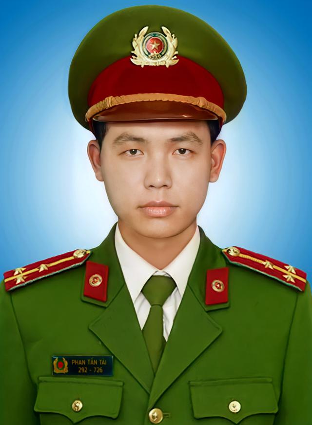 Chủ tịch nước truy tặng Huân chương Chiến công cho Đại úy Phan Tấn Tài - Ảnh 1.