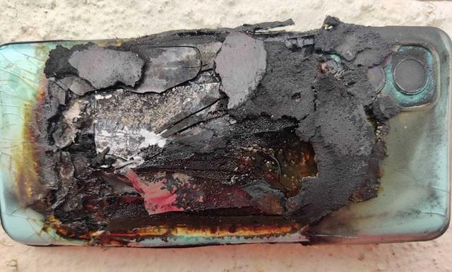 Smartphone mới mua một tuần bất ngờ phát nổ trong túi người dùng - Ảnh 1.