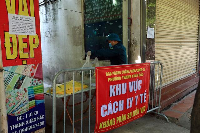 Hà Nội phong tỏa nhà E8, phường Thanh Xuân Bắc do có ca dương tính mới - Ảnh 3.