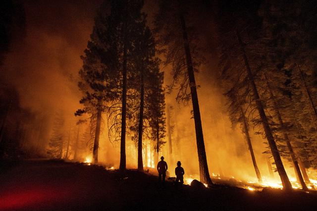 Cháy rừng lan nhanh ở California, hàng nghìn người phải sơ tán - Ảnh 3.