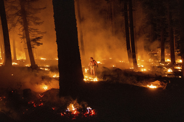 Cháy rừng lan nhanh ở California, hàng nghìn người phải sơ tán - Ảnh 2.