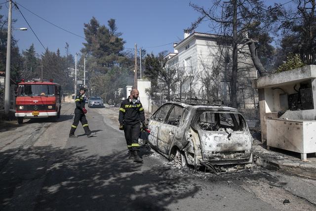 Cháy rừng ở Hy Lạp bước sang ngày thứ 3, địa điểm tổ chức Thế vận hội cổ đại được bảo toàn - Ảnh 3.