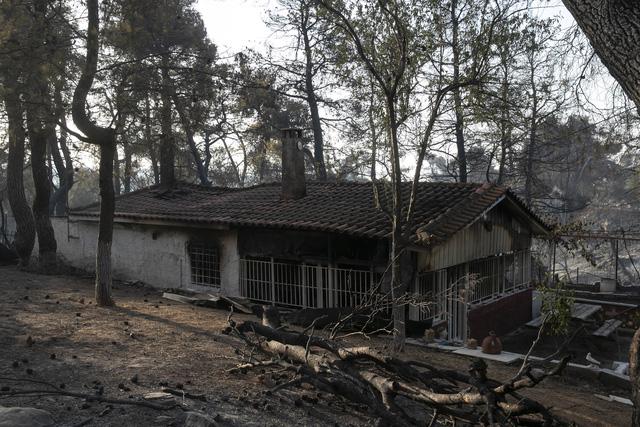 Cháy rừng ở Hy Lạp bước sang ngày thứ 3, địa điểm tổ chức Thế vận hội cổ đại được bảo toàn - Ảnh 1.
