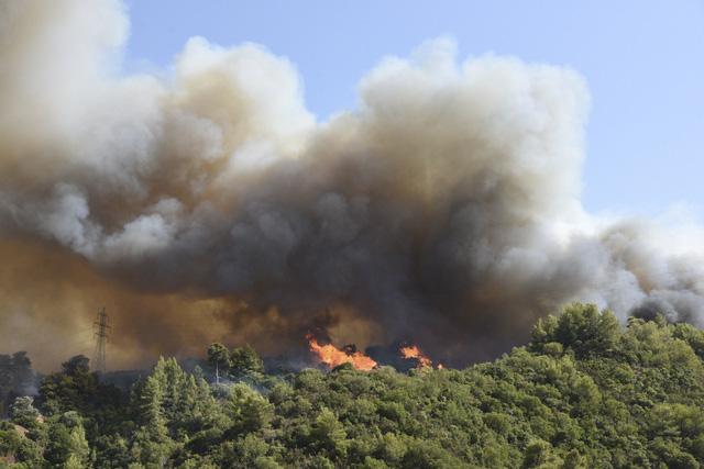 Cháy rừng ở Hy Lạp bước sang ngày thứ 3, địa điểm tổ chức Thế vận hội cổ đại được bảo toàn - Ảnh 10.